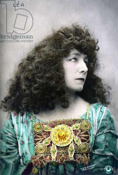 colour portrait in bust of dramatic actress Henriette Rosine Bernard called Sarah Bernhardt (1844-1923) in the role of Léa - photo W. & D. Downey.