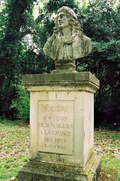 In the steps of Moliere to Pezenas (34, Herault, Languedoc): park of the domain of La Grange des Pres, basin and bust of Moliere under the plane trees. This place welcomed Moliere from 1653 to 1656, then the Comedie Francaise which played here many times, between 1893 and 1973.