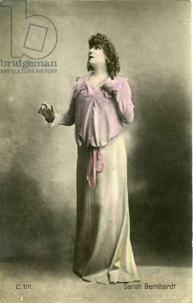 "Henriette Rosine Bernard dit Sarah Bernhardt (1844-1923) photographed as """" Théroigne de Méricourt"""", play by Paul Hervieu, theater sarah bernhardt 23/12/1902."