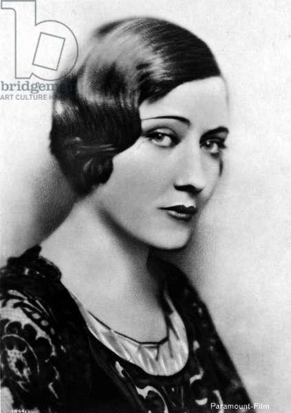 Photoportrait in bust of actress Gloria Swanson (G. Svensson, 1899 - 1983).