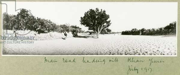 The main road leading into Khan Yunis, July 1917 (b/w photo)