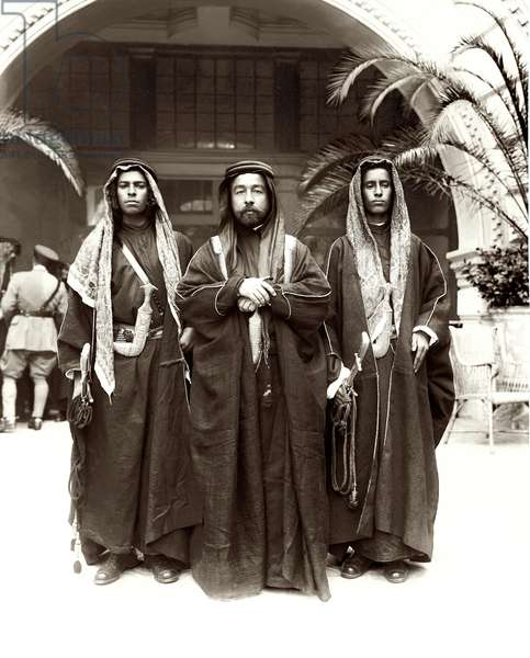 Sherif Abdullah (centre) with Sheikh Jwayber el-Otaiby (right) of the Otaibeh Tribe, 1921 (b/w photo)