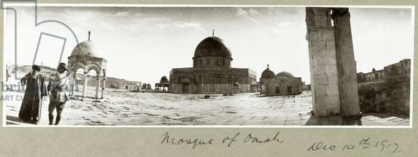 Mosque of Omar and General Chaytor talking with a local Imam, 14th December 1917 (b/w photo)