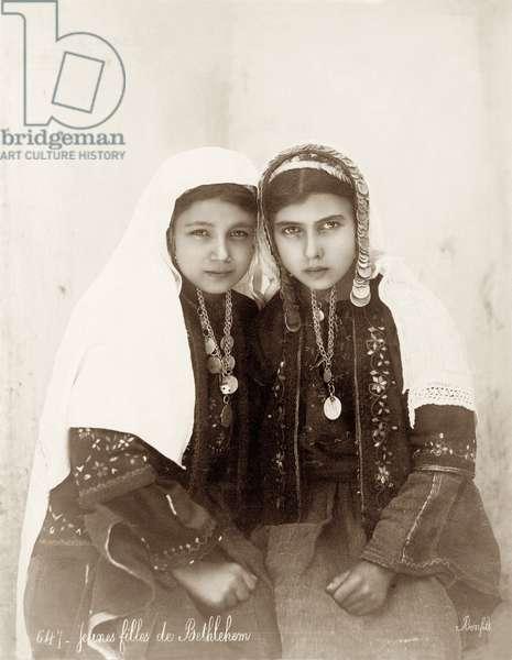 Two girls from Bethlehem, c.1867-98 (b/w photo)