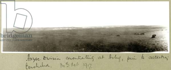 ANZAC Division concentrating at Asluj prior to attacking Beersheba, 20th October 1917 (b/w photo)