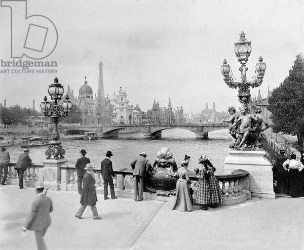 Pont Alexandre III - Exposition Universelle de Paris en 1900 (b/w photo)