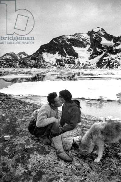 Paul-Emile Victor and her inuit companion Doumidia, Greenland, Kangerdlugssuatsiak, Autumn, 1936 (b/w photo)