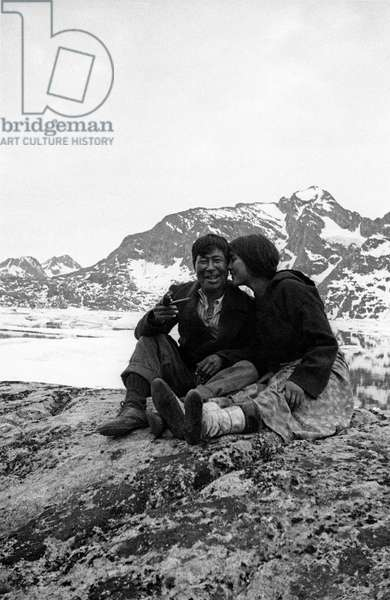 Kristian et Doumidia, Doumidia, inuit companion of Paul-Emile Victor, with Kristian friend of Paul-Emile Victor, in Kangerdlugssuatsiak, Greenland, Autumn, 1936 (b/w photo)