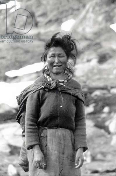 Kara, adoptive mother of Paul-Emile Victor, during polar expedition in Greenland, Kangerdlugssuatsiak, Autumn, 1936 (b/w photo)