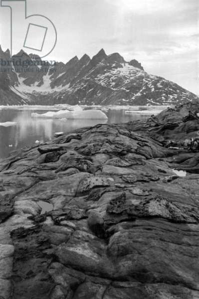 Angmassalik (Greenland):  in 1934-1935 during the 1st stay on east coast of Greenland (b/w photo)