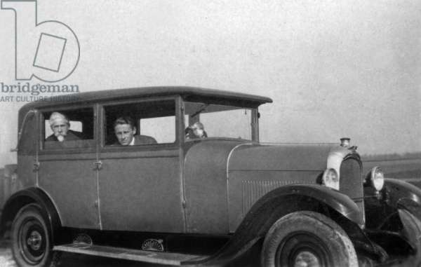 Paul-Emile Victor with his father Eric in Chenard car march, 1929 (b/w photo)