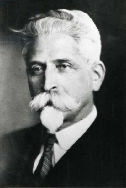 Éric Victor, father of Paul-Emile Victor, 1930 (b/w photo)
