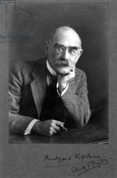 England / UK: English poet and novelist Rudyard Kipling (1865-1936) in 1925