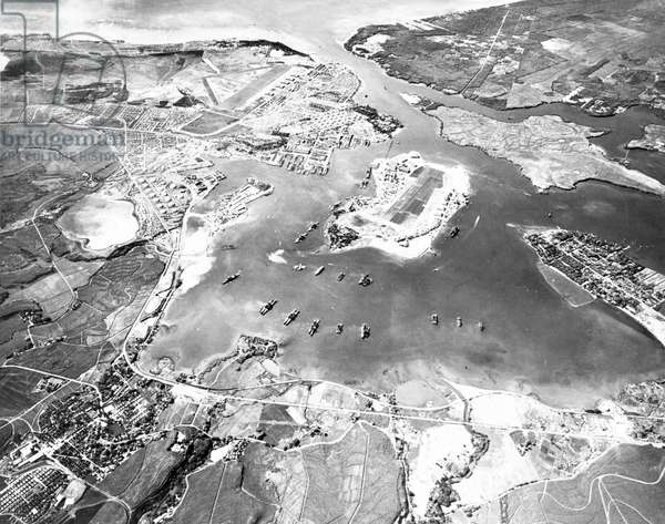 USA: Pearl Harbor, on the southern coastline of the Hawaiian island Oahu, aerial photograph looking southwest, 30 October 1941