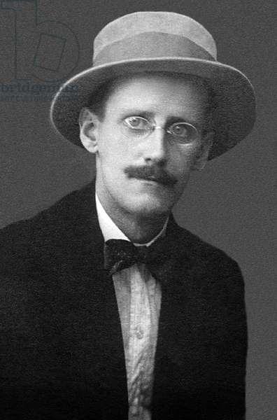 Ireland: James Augustine Aloysius Joyce (1882-1941), Irish novelist and poet. Alex Ehrenzweig, Zurich, 1915
