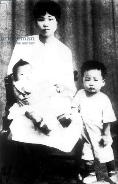 China: Yang Kaihui (1901-1930), second wife of the Chinese communist leader Mao Zedong (1920-1930) with two of their three children, c. 1925