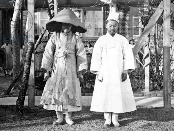 Korea: Two Koreans in mourning dress, 1904