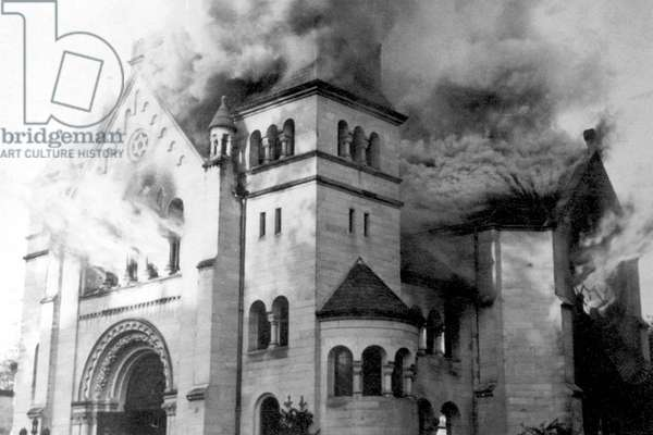 Germany: A synagogue in flames, one of more than 1,000 synagogues destroyed on the night of Nov. 9-10 (Kristallnacht), 1938 (b/w photo)