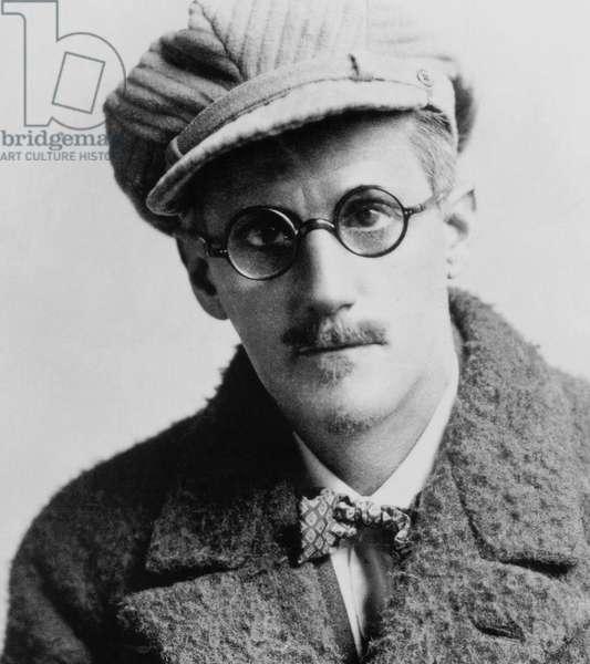 Ireland: James Augustine Aloysius Joyce (1882-1941), Irish novelist and poet, mid-1920s