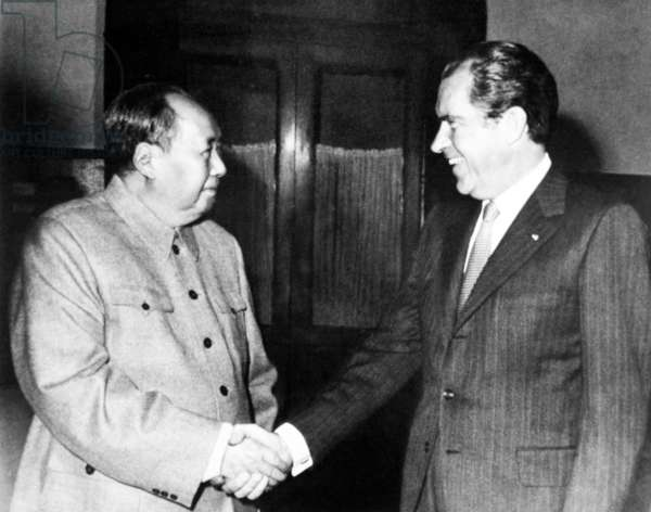 China / USA: Chairman Mao Zedong shakes hands with President Richard Nixon, Beijing, February 21 1972
