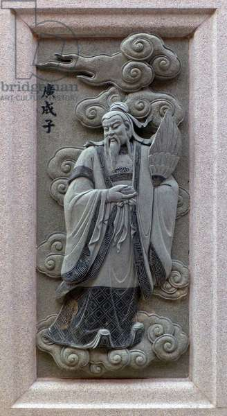 China: Carving of Guangchenzi, depicting his role in the 16th Century Ming Dynasty novel <i>Fengshen Yanyi</i> ('Investiture of the Gods'). From Ping Sien Si Temple, Pasir Panjang Laut