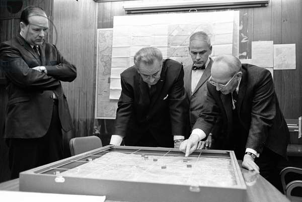 USA / Vietnam: Walt Whitman Rostow shows President Lyndon B. Johnson a model of the Khe Sanh area, February 1968