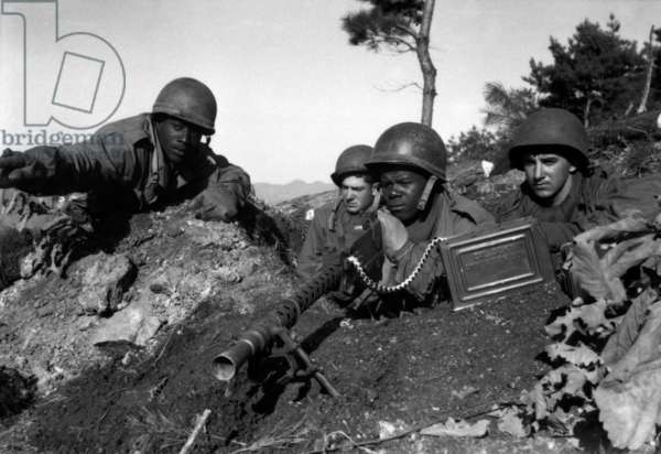 Korea: US Army soldiers in a forward defensive position north of the Chongchon River, November 1950