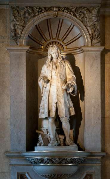 Austria: Sir Isaac Newton (1642-1726), English physicist and mathematician, Natural History Museum (Naturhistorisches Museum), Vienna. Sculptor, Viktor Tilgner (1844 - 1896)