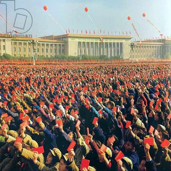 China: Enthusiastic 'Red Guards' wave copies of Mao Zedong's 'Little Red Book' (Quotations from Chairman Mao Tse-tung, 'Mao Zhuxi Yulu'), Tiananmen, Beijing, c. 1966