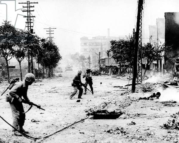 Korea: American troops advancing into Seoul to recover the city, September 1950