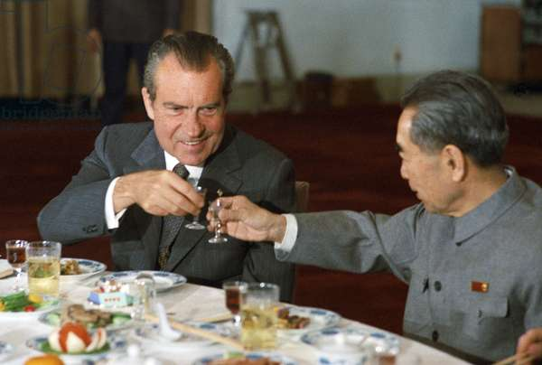China / USA: Premier Zhou Enlai and President Richard Nixon toast each other, February 1972