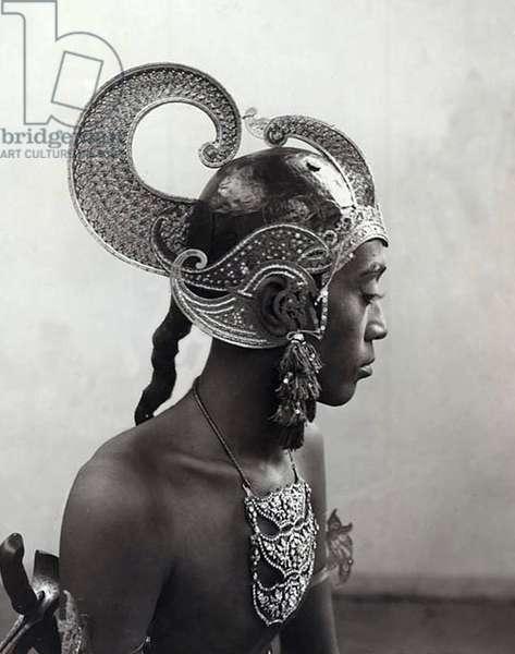 Indonesia: Javanese man in Jogjakarta kraton royal dance company.