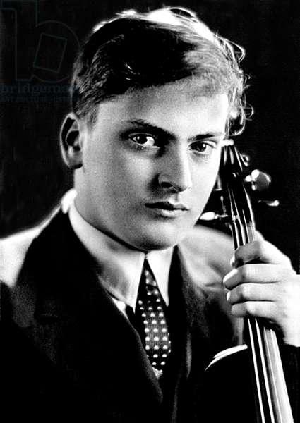 USA / UK: Yehudi Menuhin (1916-1999), violinist, conductor, humanitarian, as a young man in 1937