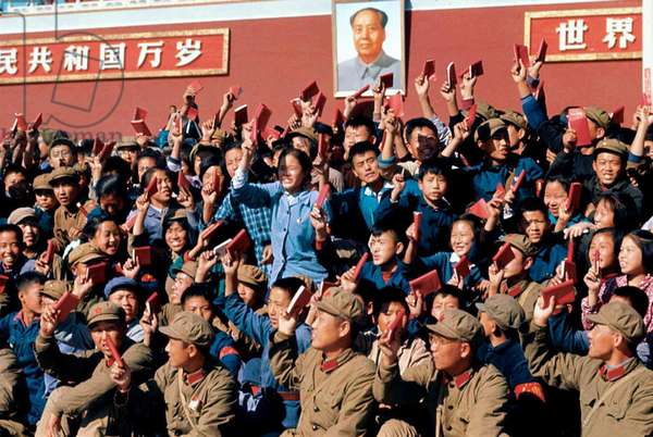 China: Enthusiastic 'Red Guards' wave copies of Mao Zedong's 'Little Red Book' (Quotations from Chairman Mao Tse-tung, 'Mao Zhuxi Yulu'), Tiananmen, Beijing, c. 1966