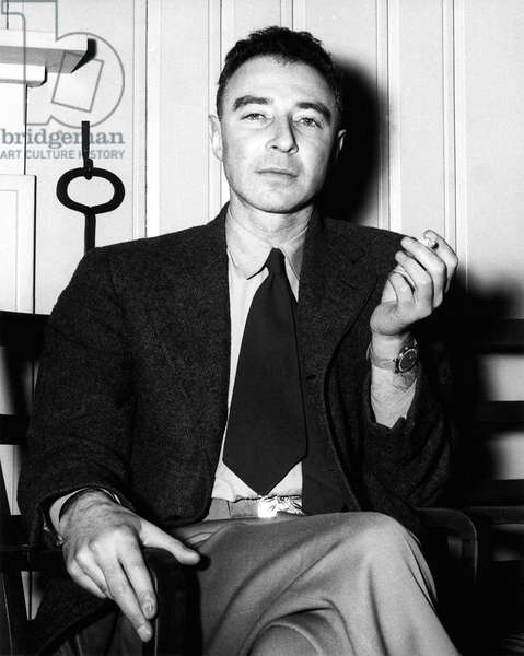 USA: Robert Oppenheimer (1904-1967), theoretical physicist and as a member of the Manhattan Project, 'father of the atomic bomb', Oak Ridge, c. 1946