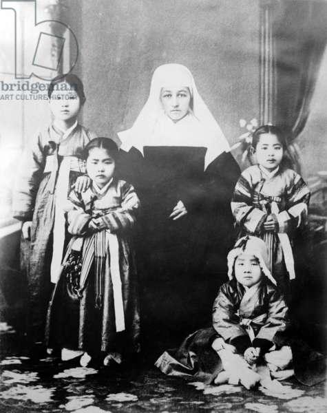 Korea: French Roman Catholic sister and converts at Pyongyang, c. 1915