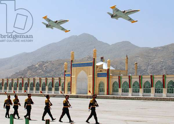 Afghanistan: Afghan Air Force jets pass in review during a parade commemorating the 15th anniversary of the Mujahideen victory. This occasion marks the capture of Kabul from the communist regime on April 28, 1992 (photo)