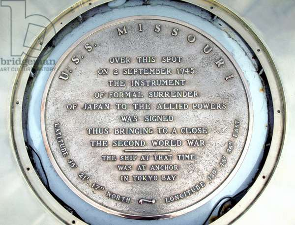 USA / Japan: Plaque on the USS Missouri commemorating the signing of the Japanese surrender at the end of World War II, September 2, 1945