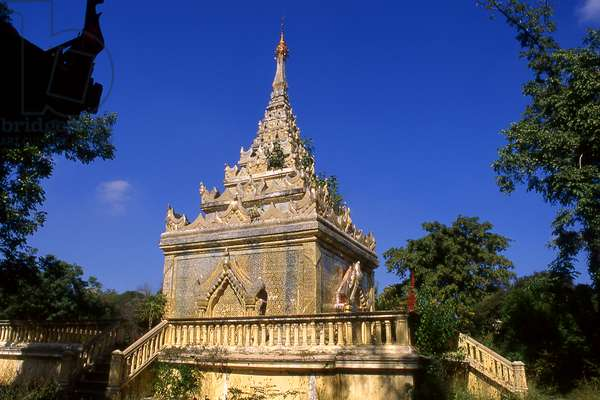 Burma / Myanmar: The tomb of King Mindon Min (r. 1853 - 1878), 10th and penultimate ruler of the Konbaung Dynasty (1752-1885), in the grounds of the fort at Mandalay (photo)