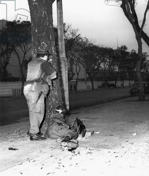 Vietnam: US Army Military Police take cover outside the US Embassy, Saigon, on Thong Nhut Boulevard - Tet Offensive, 31 January 1968
