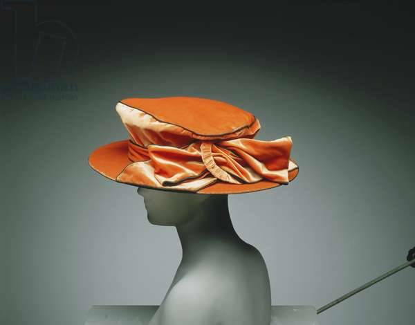 Woman's Hat, 1917-20 (burnt orange silk velvet with black cording)