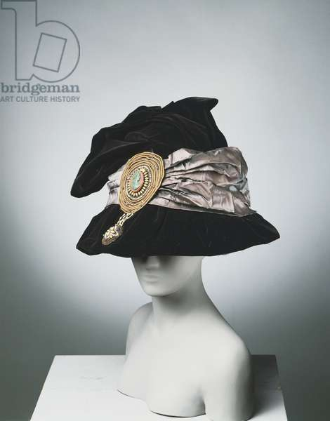 Woman's Hat, 1909 (silk velvet & taffeta with glass beads)