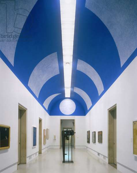 On a Blue Ceiling, Eight Geometric Figures: Circle, Trapezoid, Parallelogram, Rectangle, Square, Triangle, Right Triangle, X (Wall Drawing No. 35), 1981 (chalk & latex paint on plaster)