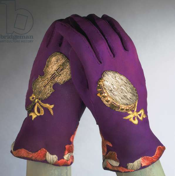 Gloves, Fall 1939 (silk crepe, metallic & silk thread embroidery with pearls)