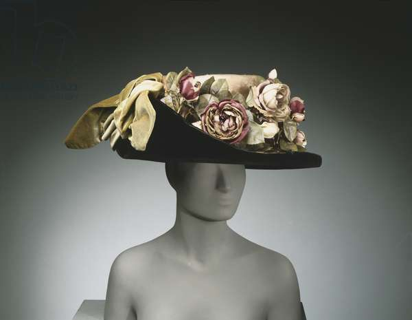 Woman's Hat by Joseph G. Darlington and Co., Philadelphia, c.1908 (silk velvet & silk plush with artificial flowers)