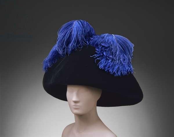 Woman's Hat, c.1914-18 (straw, silk velvet & ostrich feather)