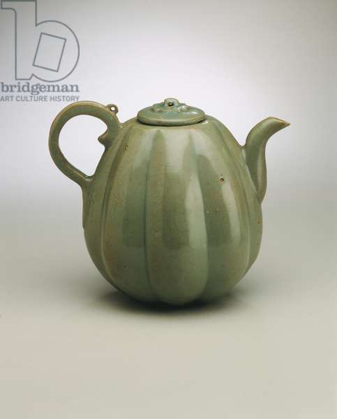 Ewer in the Form of a Melon, 12th century (porcellaneous stoneware with celadon glaze)