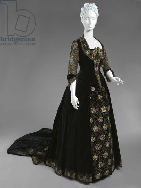 Woman's Dress with Dinner and Evening Bodices, Dinner Dress, c.1885 (sill velvet, metallic thread & lace)