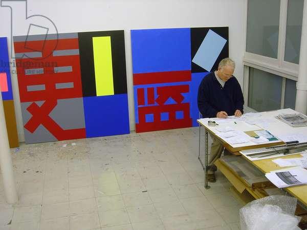 Paul Huxley in studio, 2005 (photo)