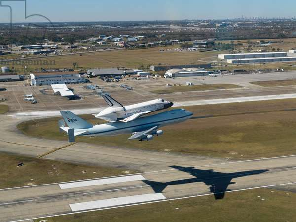 The space shuttle Endeavour - The space shuttle Endeavour - The space shuttle Endeavour installed on a Boeing 747 (Shuttle Carrier Aircraft) arrives at the Houston Space Center. At the end of the STS-126 mission, the space shuttle landed in California on 30 November 2008 and is scheduled to be brought back to Florida. 11 December 2008. The Space Shuttle Endeavour flies over a runway at Ellington Field near Nasa's Johnson Space Center after having spent the night at a stopover in Tarrant County; while mounted on a modified Boeing 747 shuttle carrier aircraft. Endeavour landed in California on Nov. 30 (STS - 126) and was en route back to Florida. December 11 2008